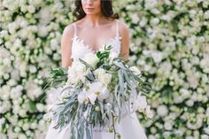 Just look at this incredible styled shoot we had at our venue..   Photography: @genevieve_fundaro  Hair and Make-up: @refinerythe  Dress: @calegrabridal  Floral Design: @zavionkotzeeventscompany  Venue: @inimitable_wv   #luxury #luxuryvenue #luxeweddings #luxewedding #flowerwall #allwhite #bride #bridal #floraldesign #bouquet