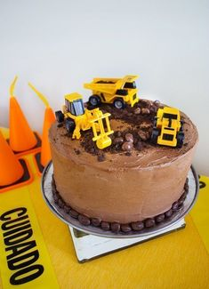 Construction Birthday Party Ideas – Modern Decorations, Supplies, Invitations, Favors, Cake Easy construction birthday cake for a construction birthday party. Make this bakery-grade cake and icing recipe – it tastes amazing! Diy Birthday Cake, Birthday Cake Decorating, First Birthday Cakes, Boys Birthday Cakes Easy, Birthday Games, Digger Birthday Cake, 2nd Birthday, Women Birthday, Happy Birthday