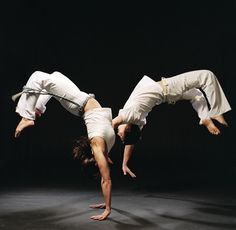 pulo na capoeira