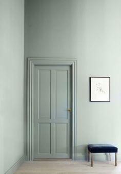 Væg og træværk, Bagdad Gray fra Flüggers nye stilhistoriske farvekort. 3 l Archaia komposition til væg, 459 kr., 1 l Archaia komposition til træ, 275 kr., Flügger.