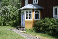 Porch in a house in Mustasaari. Scandinavian Interior, Old Houses, Finland, Interior And Exterior, Gazebo, Porch, Shed, Cottage, Outdoor Structures