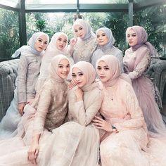 Hijab Bride, Wedding Hijab, Girl Hijab, Wedding Dresses, Simple Bridesmaid Dresses, Wedding Bridesmaids, Simple Dresses, Hijab Style Dress, Casual Hijab Outfit