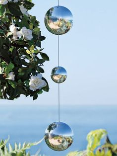 4 Gazing Balls for bright garden accent on 45 in. chain | Solutions