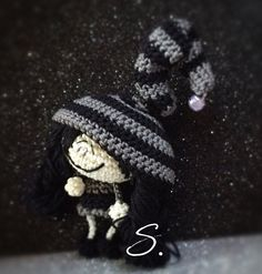 Free pattern Amigurumi elves and fairies crochet dolls. Folletti e fatine a uncinetto di Sara B. schema italiano Crochet Fairy, Love Crochet, Crochet Gifts, Knit Crochet, Yarn Animals, Knitted Animals, Amigurumi Doll, Amigurumi Patterns, Crochet Patterns