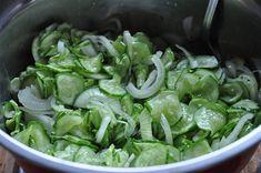 Sałatka z ogórków i cebuli do słoików - Damsko-męskie spojrzenie na kuchnię Spinach, Vegetables, Food, Meal, Eten, Vegetable Recipes, Meals, Veggies