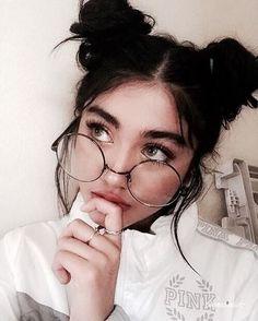 grafika girl, glasses, and beauty Cute Glasses, Girls With Glasses, Circle Glasses, Cute Bun Hairstyles, Cute Buns, Dark Makeup, Foto Art, Girl Photography Poses, Tumblr Girls