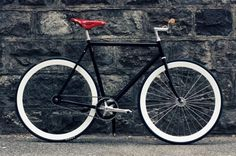 Nice bike. I don't have my bike at the moment and I'm swooning over every bike picture I see.