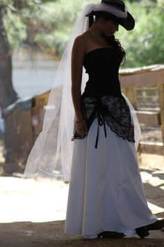 Do Love Me... Cowgirl Country Wedding gown in Black and White / black lace / strapless / Hat included  with long Tulle veil // ready to ship