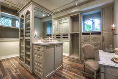37 Luxury Walk In Closet Design Ideas and Pictures Le Closet, Closet Vanity, Walk In Closet, Closet Space, Placard Design, Closet Island, Beautiful Closets, Master Bedroom Closet, Master Suite