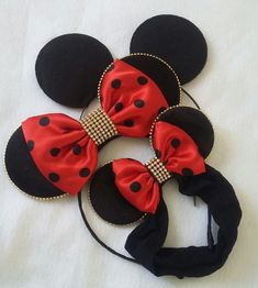 Kit orelhas minie luxo!Pai mãe ,filha! Disneyland Ears, Disney Ears, Bling Baby Shoes, Felt Necklace, Mini Mouse, Diy Hair Bows, 3rd Birthday Parties, Baby Room Decor, Baby Accessories