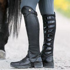 Køb ridetøj, hesteudstyr og hundetilbehør online eller i vores butikker! Hööks er Skandinaviens førende virksomhed indenfor hestesportsbranchen og sælger alt ti