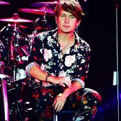 he is so beautiful it hurts Mark Owen, Gary Barlow, Most Beautiful Man, It Hurts, Take That, Punk, Celebrities, Bands, Entertainment