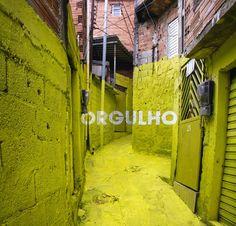 """Projeto LUZ NAS VIELAS pelo Boa Mistura em São Paulo.  """"Projeto de arte urbana participativa na Vila Brasilândia, um dos bairros pobres da periferia de São Paulo. A intervenção centra-se na """"becos"""" e """"vielas"""", caminhos sinuosos que são os verdadeiro articuladores da vida interna da comunidade. Dividimos com os moradores a transformação do seu ambiente.""""   + http://www.boamistura.com/#-1"""