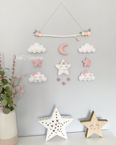 Felt Crafts Diy, Crafts For Kids, Rustic Fabric, Newborn Toys, Baby Mobile, Felt Garland, Baby Sewing Projects, Felt Baby, Baby Room Decor