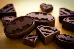Chocolats Batman -- I will be making these :D