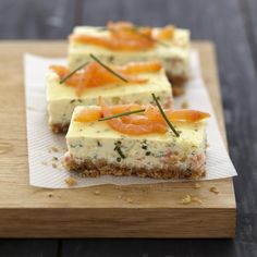 Cheesecake au saumon fumé et fromage Carré Frais 750 grams offers this cooking recipe: Cheesecake with smoked salmon and fresh cheese. Cheesecake Salgado, Cheese Recipes, Cooking Recipes, Cheese Food, Tapas, Xmas Food, Appetisers, Smoked Salmon, Food Photo