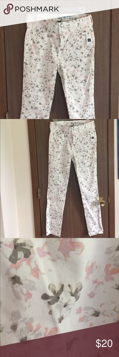 Gap Always Skinny Coupe Toujours Svelte Floral Gap skinny jeans never worn. Size 2R GAP Jeans Skinny