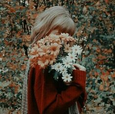 Best Ideas for flowers vintage photography beautiful Aesthetic Themes, Flower Aesthetic, Red Aesthetic, Aesthetic Vintage, Aesthetic Photo, Aesthetic Pictures, K Fashion, Flower Model, Pics Art