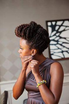 Penteado para mulheres com cabelos crespos
