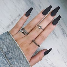 Black is a commonly used color in nail art designs. Many people have tried black nail art designs. Black can be used on nails of any shape. Black coffin nails and black Stiletto nails ar Black Coffin Nails, Black Acrylic Nails, Matte Black Nails, Stiletto Nail Art, Best Acrylic Nails, Long Black Nails, Black White Nails, Matte Nail Art, Brown Nails