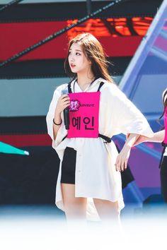 K-Pop Babe Pics – Photos of every single female singer in Korean Pop Music (K-Pop) Kpop Girl Groups, Korean Girl Groups, Kpop Girls, Yein Lovelyz, Woollim Entertainment, Together Forever, Female Singers, Single Women, Pop Music