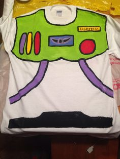 DIY buzz lightyear costume shirt More Toy Story Halloween, First Halloween, Disney Halloween, Holidays Halloween, Halloween Party, Halloween Costumes, Crazy Costumes, Halloween 2016, Halloween Ideas