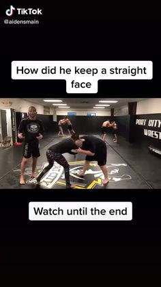 Mom Memes Discover This is so funny I had to watch it over and over Lol Crazy Funny Memes, Really Funny Memes, Stupid Funny Memes, Funny Relatable Memes, Funny Posts, Funny Quotes, Hilarious, Wtf Funny, Very Funny Jokes