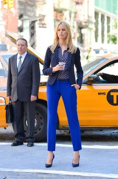 Karolina Kurkova in blue shades. I would prefer skinnier pants, but otherwise like the outfit very much!