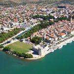 """""""Mi piace"""": 242, commenti: 3 - Old town in Dalmatia 🇭🇷 (@trogir_croatia) su Instagram: """"#bestodtheday#beautiful#curch#amazing #sky#clouds#trogir"""""""