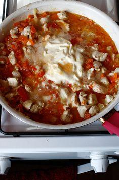 Penne la cuptor cu piept de pui și mozzarella - The secret ingredient is one heaping teaspoon of love Penne, Mozzarella, Lasagna, Soup, Ethnic Recipes, Soups, Pens, Lasagne