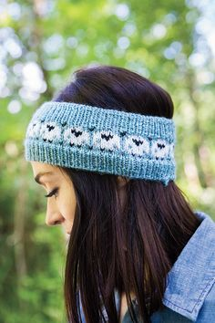 A super-simple colorwork chart creates the happy sheep decorating this headband. Knit in Wool of the Andes Superwash worsted yarn, with instructions for children and adult's sizes. Knit Headband Pattern, Knitted Headband, Knitted Hats, Crochet Sheep, Knit Crochet, Crochet Hats, Crotchet, Fair Isle Knitting Patterns, Knit Patterns