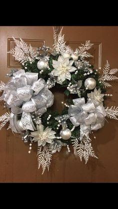 Adornos navideños modernos - como hacerlos paso a paso Christmas Door Wreaths, Christmas Swags, Christmas Makes, Pink Christmas, Holiday Wreaths, Vintage Christmas, Christmas Crafts, Christmas Ornaments, Holiday Decor