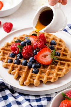 Whip up these protein-packed Yogurt Waffles for breakfast and freeze the rest for easy meal prep! Whip up these protein-packed Yogurt Waffles for breakfast and freeze the rest for easy meal prep! Breakfast Waffle Recipes, Breakfast Waffles, Pancakes And Waffles, Mexican Breakfast, Pancake Recipes, Breakfast Sandwiches, Breakfast Bowls, Fluffy Waffles, Ww Recipes