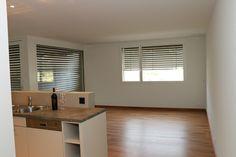 Kirschbaum - Parkett, lackiert Blinds, Kitchen Cabinets, Curtains, Home Decor, Cherry Tree, Cherries, Living Room, Jalousies, Blind