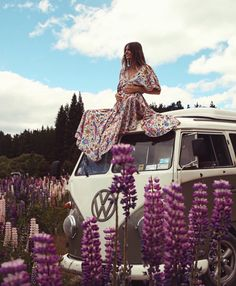 Things That All Pregnant Women Must Know. Pregnancy is both an exciting time and a fearful time for many women. Vw Bus, Volkswagen, Bus Camper, Maternity Pictures, Pregnancy Photos, Pregnancy Advice, Maternity Outfits, Stylish Maternity, Outfits