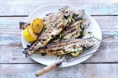 Forel met verse kruiden en citroen - Recept - Allerhande - Albert Heijn Fish And Meat, Fish And Seafood, Fish Dishes, Tasty Dishes, Fish Recipes, Healthy Recipes, Delicious Recipes, Healthy Food, Pur Sang