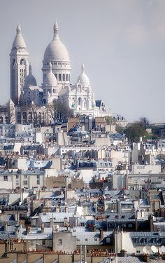 Sacre Coeur, Paris Love this area of Paris. Want time to wander around. Would love to get a snap from this point of view.