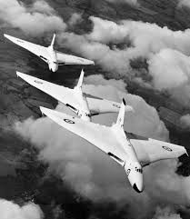 "breakerman: "" militaryimages: "" British Vulcan bombers from RAF Waddington flying in formation with Anti-Flash White in (Source) "" Beautiful shot of the classic Avro Vulcan - three aircraft line. Bristol Beaufighter, Military Jets, Military Aircraft, Fighter Aircraft, Fighter Jets, Anti Flash, V Force, Avro Vulcan, Delta Wing"