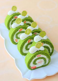 Gourmet Desserts, Fancy Desserts, Delicious Desserts, Dessert Recipes, Japanese Bread, Matcha Dessert, Kawaii Dessert, Log Cake, Cafe Food