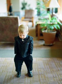 Love this idea for a ring bearer photo! | Emily Steffen Photography