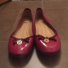 Tory Burch ballet flats Magenta ballet flats with bow and gold logo charm. Patent leather. Fits true to size Tory Burch Shoes Flats & Loafers