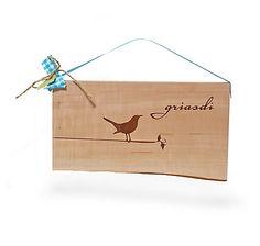 """Türschild """"Griasdi"""" aus bayerischem Holz, in kleinem Münchner Atelier handgefertigt – jetzt bei Servus am Marktplatz kaufen."""