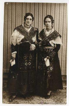 Ciudad Rodrigo, Salamanca. Dos señoritas en traje regional de charra. 1927 M. Villanueva, Fot. (Postales - España - Castilla y León Antigua (hasta 1939) - Salamanca)