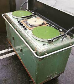 Audio Asylum - Vinyl Asylum - Welcome Licorice Pizza (LP) lovers! Setup guides and Vinyl FAQ. Dj Setup, Gaming Setup, Audio Room, Vinyl Junkies, Vintage Records, Vintage Music, Dj Booth, Dj Equipment, Record Players