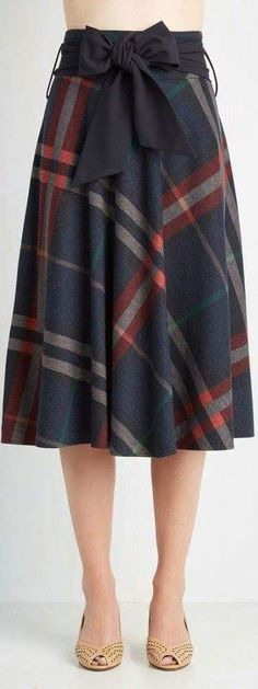 Shop the selection of pretty plaid skirts at ModCloth! Find cute plaid skirts in bright prints and basic colors in a range of sizes. Costumes Outlander, Skirt Outfits, Dress Skirt, Skirt Pleated, Bow Skirt, Pretty Outfits, Cute Outfits, Mode Inspiration, Fashion Inspiration