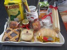 Imágenes con ideas de desayunos para cumpleaños y fechas especiales Homemade Teacher Gifts, Homemade Gifts, Flamingo Art, Snack Recipes, Snacks, Beautiful Gifts, Special Occasion, Chips, Lunch