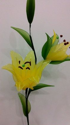 Nylon Flowers, Wire Flowers, Fabric Flowers, Handmade Flowers, Handmade Crafts, My Flower, Flower Art, Ribbon Projects, Plastic Bottle Flowers