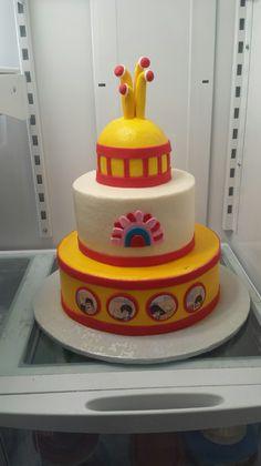Jude's Yellow Submarine  cake! Love it!  from www.apintschofsweetness.com
