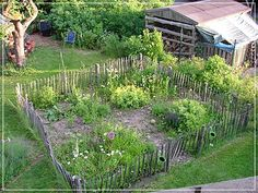 Excellent Absolutely Free vegetable Garden Fence Strategies Deterring animals is the most effective uses for a fence. Listed here are some tricks to consider wh Fenced Vegetable Garden, Vegetable Garden Design, Fence Landscaping, Backyard Fences, Garden Fences, Fence Styles, Herb Planters, House Plant Care, Forest Garden
