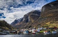 Villa enclavada en los fiordos, Noruega.